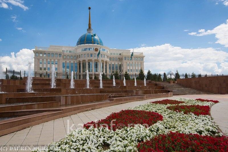 总统接见新任哈萨克斯坦人权事务专员阿兹穆娃