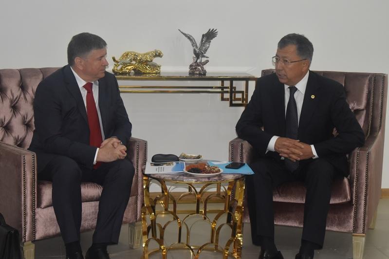 Жансеит Туймебаев встретился с послом Молдовы Андреем Негуца