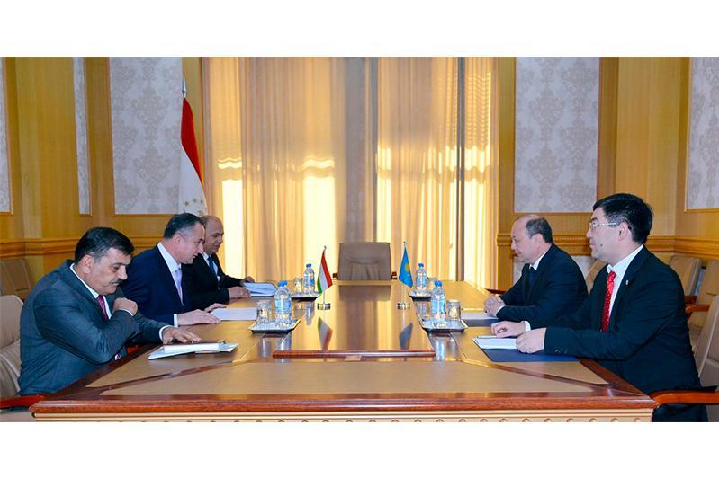 哈萨克斯坦大使会见塔吉克斯坦第一副总理