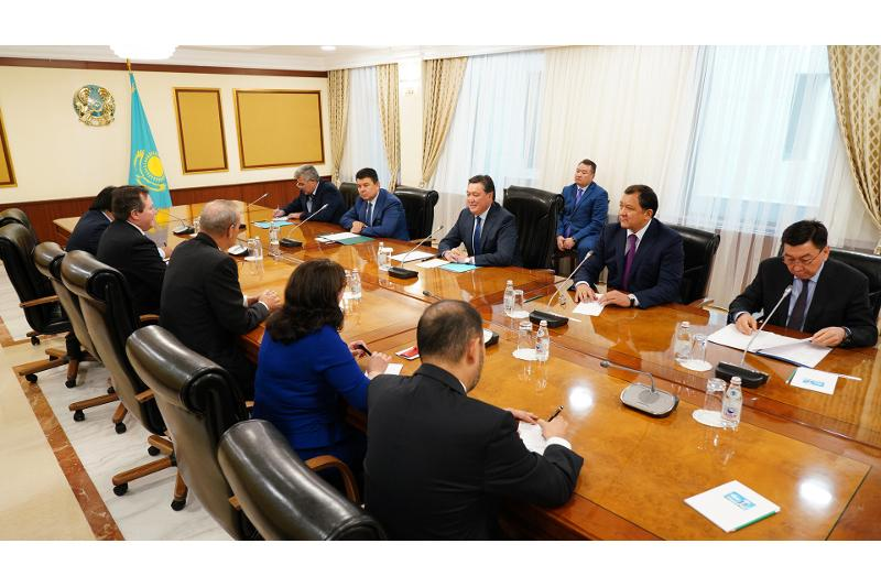 PM holds meeting with Chevron CEO