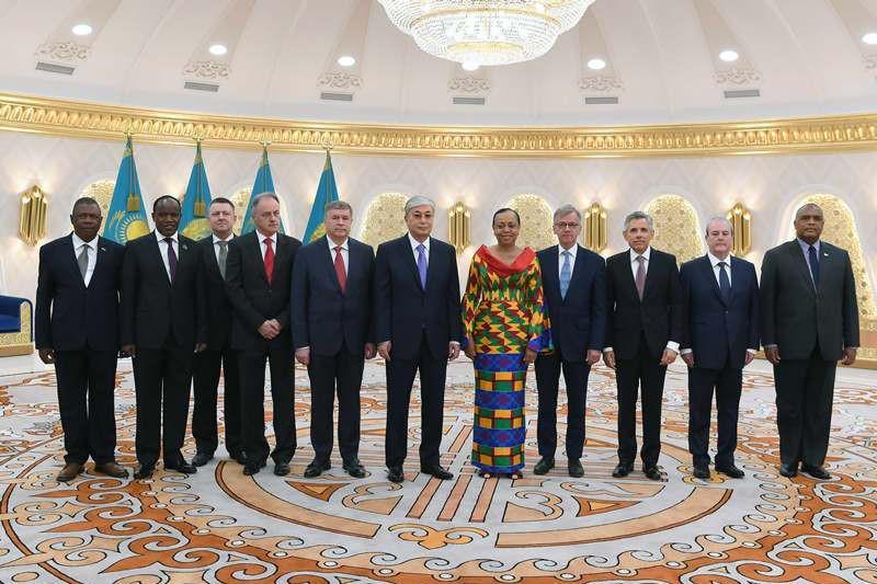 10国驻哈使节向托卡耶夫总统递交国书