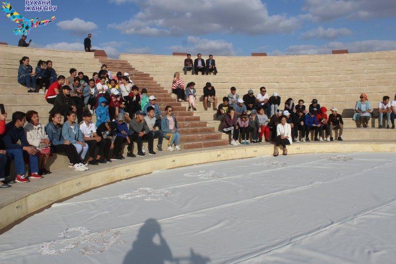 Қызылордалық оқушылар Қорқыт ата кешеніне барды