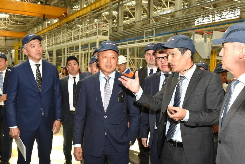 Сауат Мынбаев: Парк пассажирских локомотивов выделят в отдельное юридическое лицо