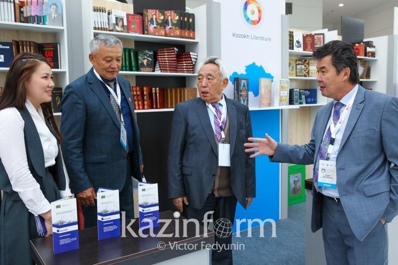 Казахстанских писателей переведут на шесть языков мира
