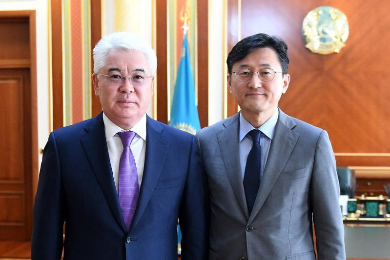 阿塔穆库洛夫会见韩国副外长