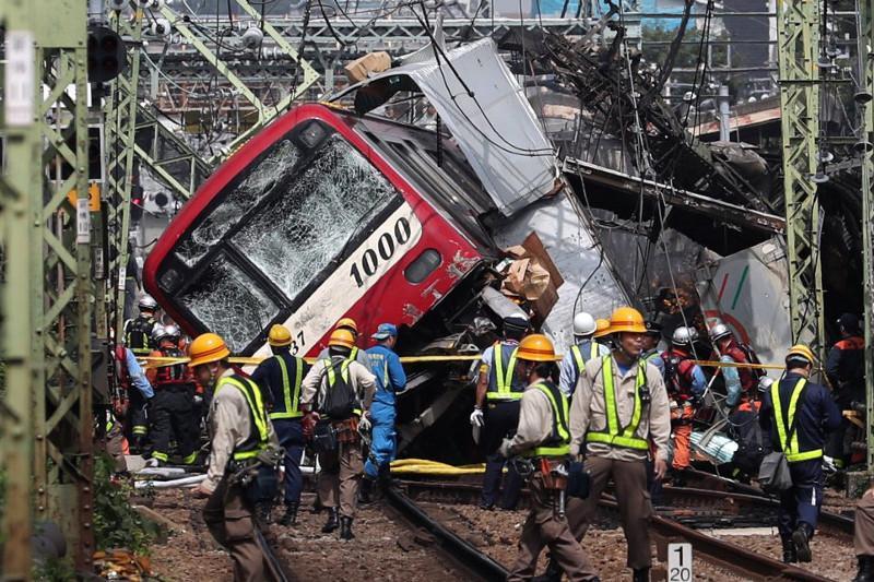 Поезд столкнулся с грузовиком в Японии, есть пострадавшие