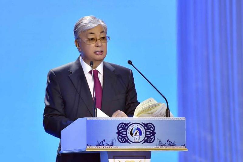 托卡耶夫总统出席哈萨克斯坦石油工业120周年庆典并发表讲话