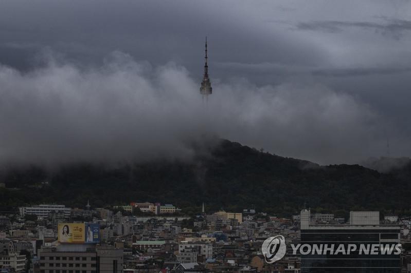 """超强台风""""玲玲""""逼近韩国"""