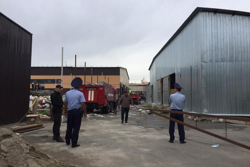 Пожар на барахолке в Алматы локализован