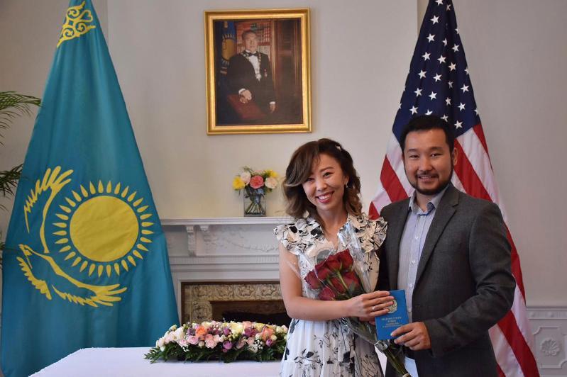 В посольстве Казахстана в США поженились студенты «Болашака»