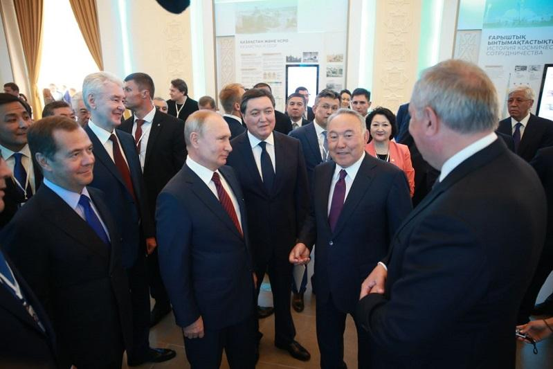 Аскар Мамин провел встречу с Дмитрием Медведевым