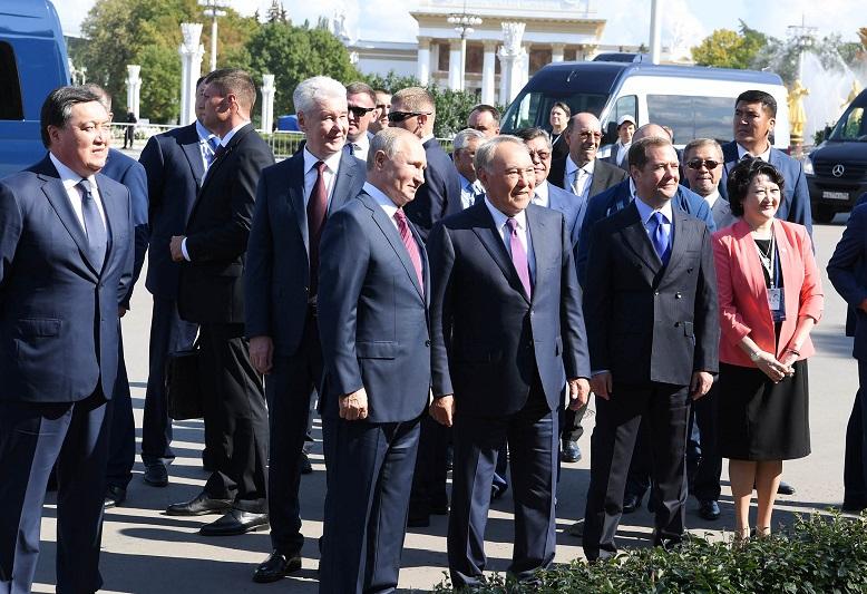 Владимир Путин предложил назвать ракетно-космический комплекс «Назарбаевским стартом»