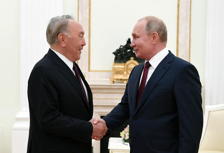 纳扎尔巴耶夫同俄总统普京会晤