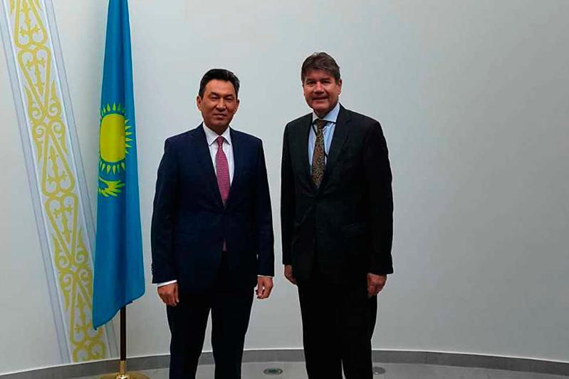 哈萨克斯坦大使会见德国外交部代表坎普曼