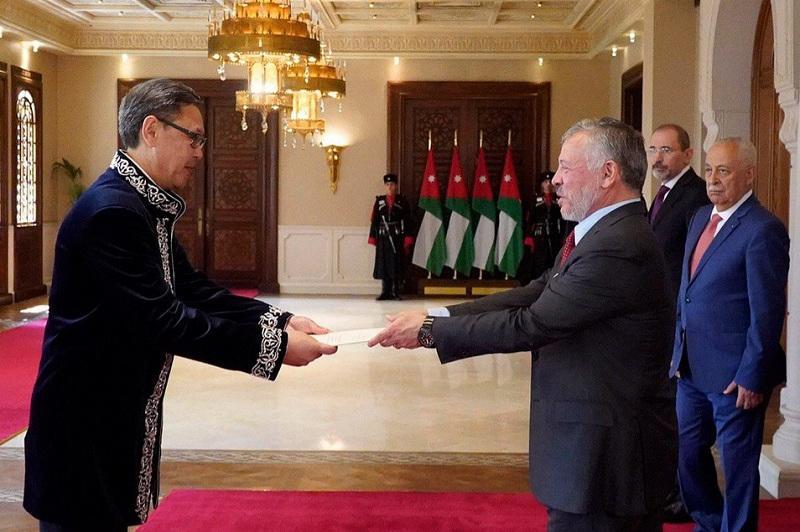 哈萨克斯坦大使向约旦国王递交国书