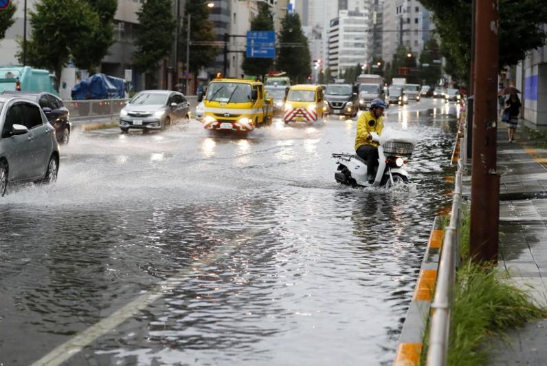 Мощный тайфун обрушился на Токио