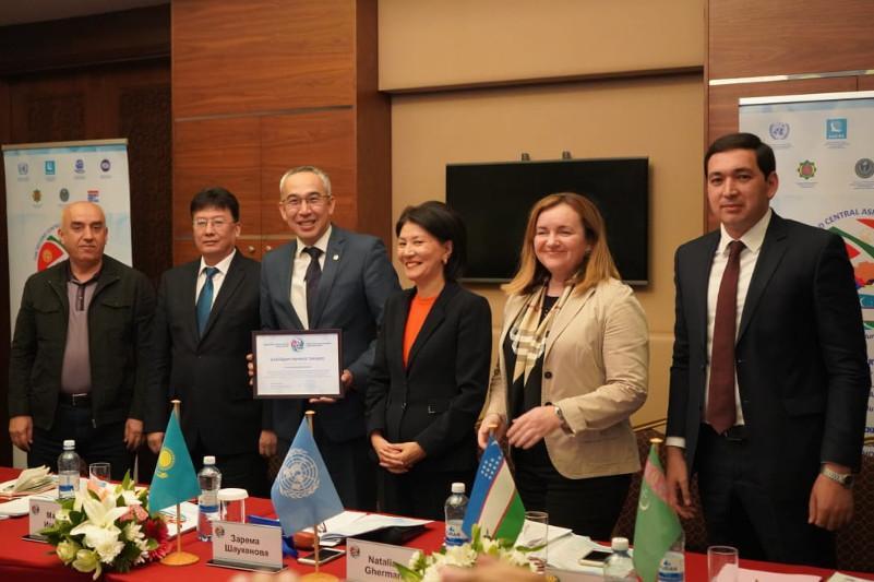 中亚国家学者在布拉拜讨论生态旅游发展问题