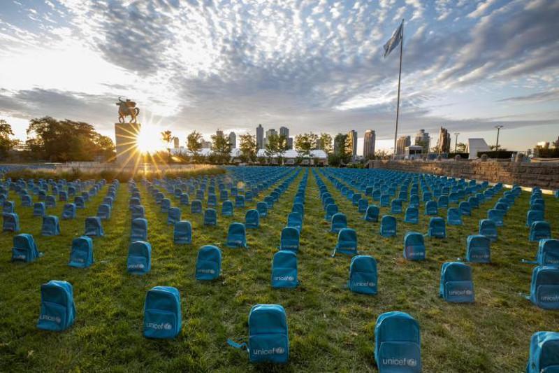 联合国总部放置3758个书包:每一只书包代表一名2018年在冲突中丧生的儿童