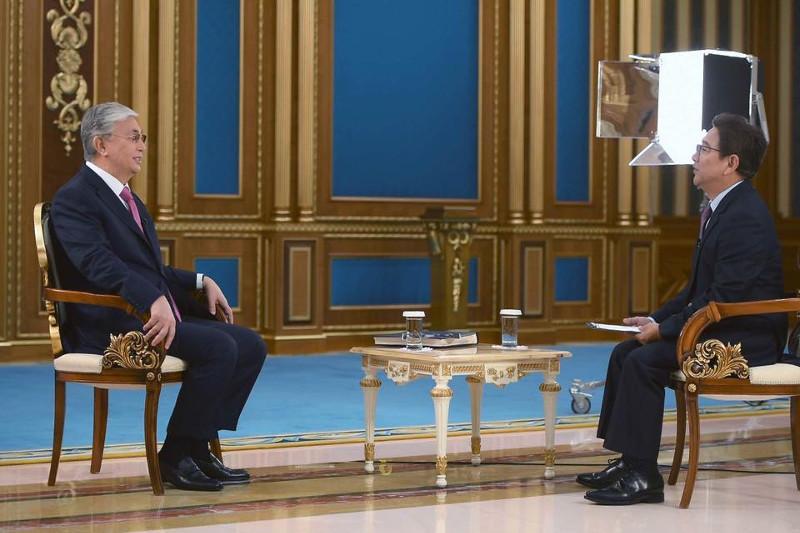 托卡耶夫总统接受中国中央电视台采访