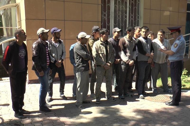Алматы полициясы елімізде заңсыз жүрген 177 шетелдікті ұстады