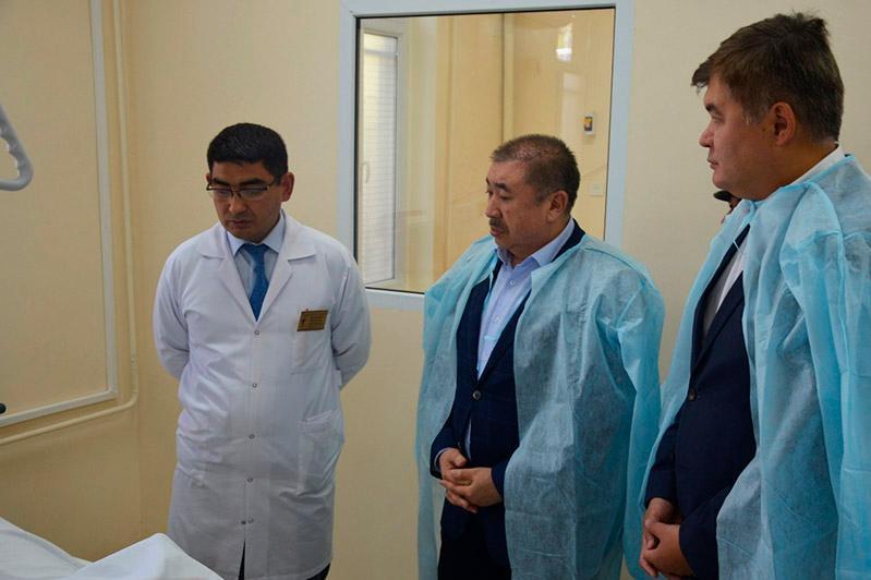 Түркістандағы өрт: Тұрғымбаев пен Біртанов күйік шалған адамдардың жағдайын барып білді