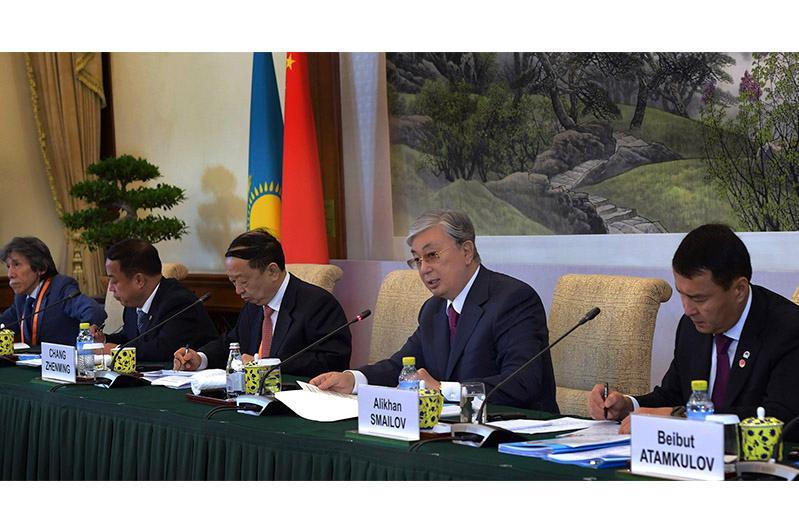 哈萨克斯坦总统与中国企业界代表举行会谈