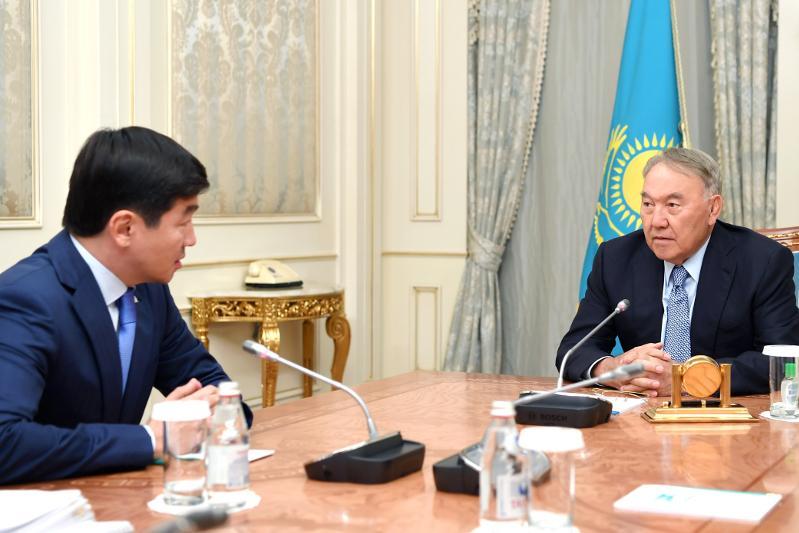 纳扎尔巴耶夫接见祖国之光党第一副主席