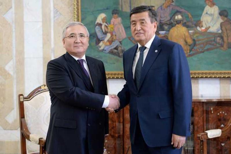 哈萨克斯坦大使向吉尔吉斯斯坦总统递交国书