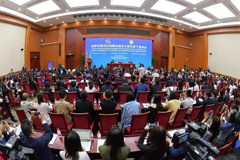 托卡耶夫总统在中国社科院发表演讲