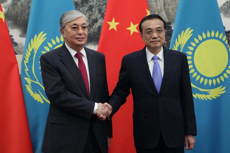 托卡耶夫总统会见中国国务院总理李克强