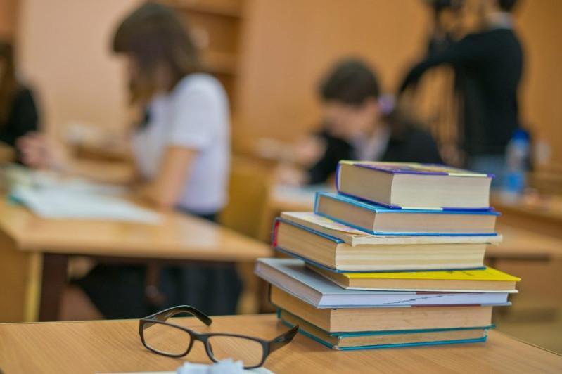 Причину нехватки учебников объяснили в акимате Алматы