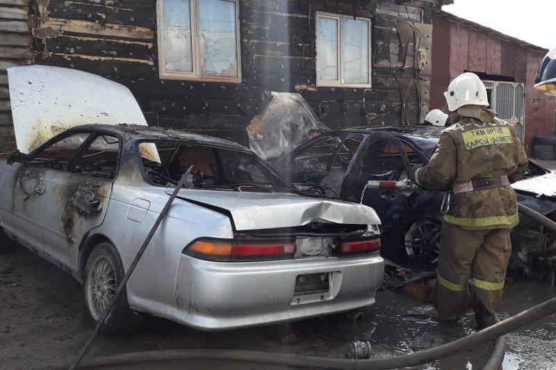 Три автомобиля сгорели в Петропавловске