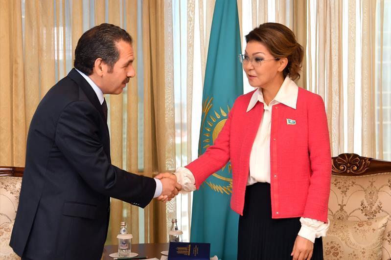纳扎尔巴耶娃会见约旦驻哈大使
