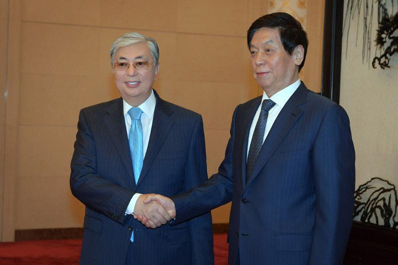 托卡耶夫总统会见中国人民代表大会委员长栗战书