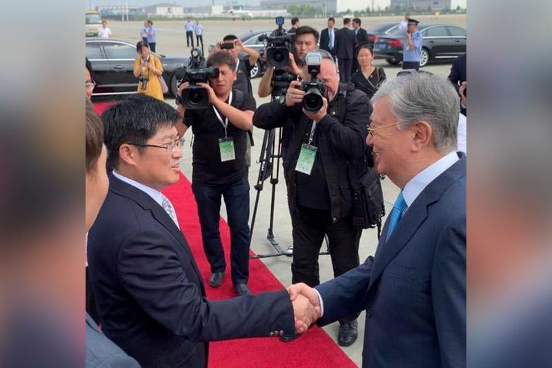 President Tokayev arrives in Hangzhou