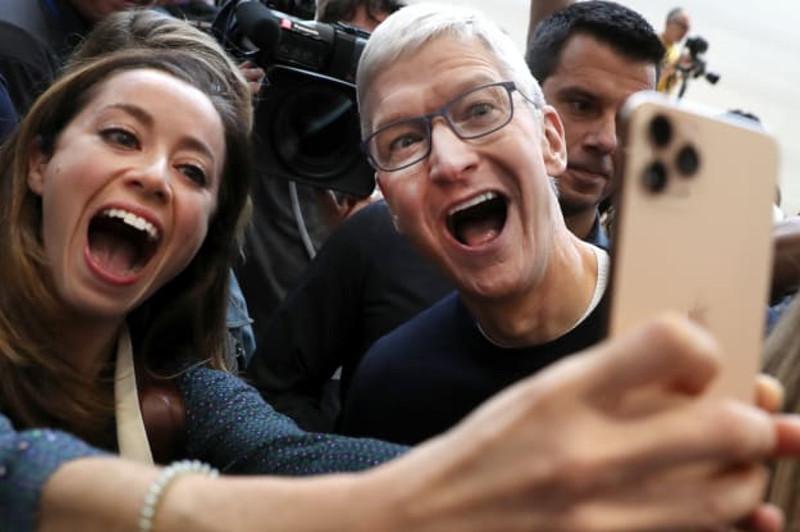 美国苹果公司市值再次突破万亿美元