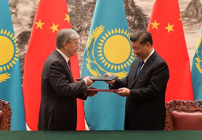 哈中两国签署包括联合声明在内的十项协议和文件