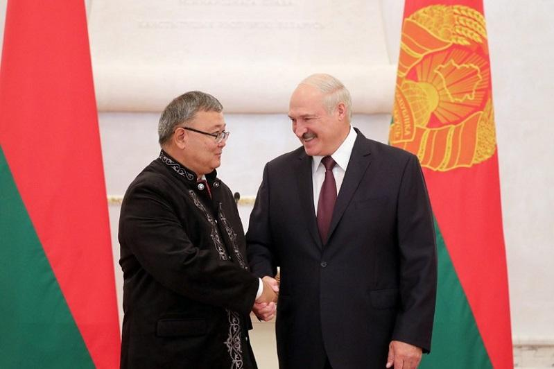 Kazakh Ambassador delivers credentials to President of Belarus
