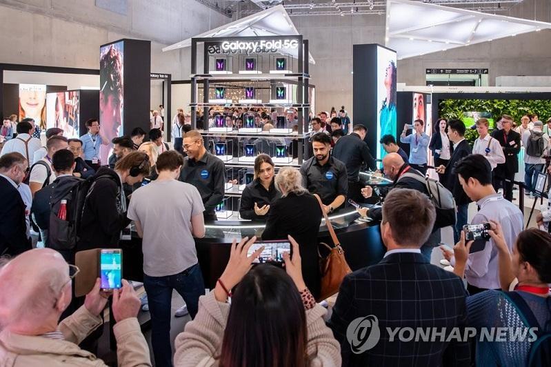 While Samsung innovates smartphones, Apple upgrades