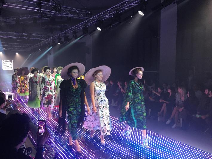 Яркие наряды, красочное шоу: показы Евразийской недели моды завершились в Алматы