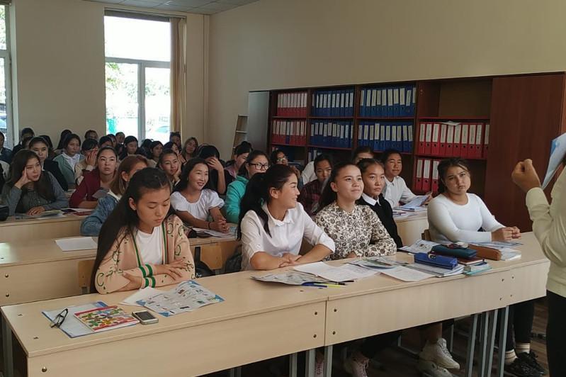 Almatyda jastar zaıyrlylyq prıntsıpterimen tanysty