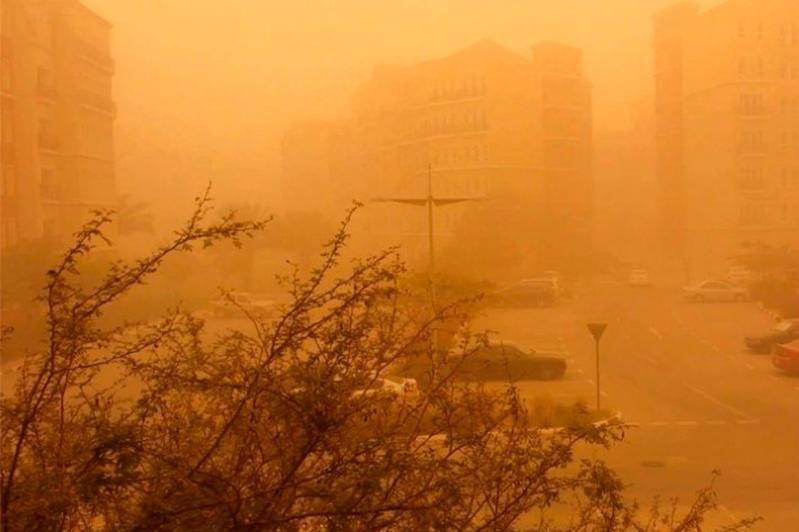 О пыльной буре и грозе предупредили жителей юга страны