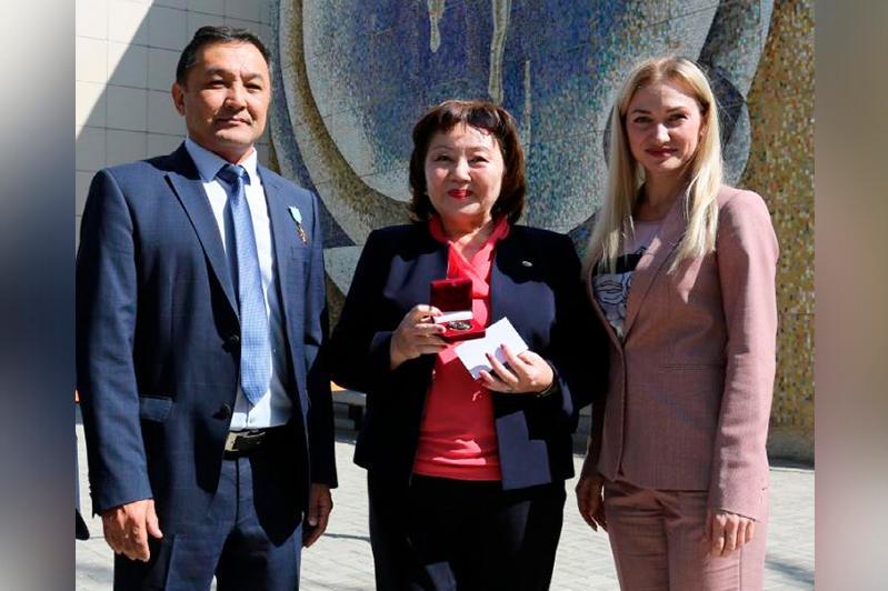 Корреспондента МИА «Казинформ» наградили медалью «Город и космодром Байконур»