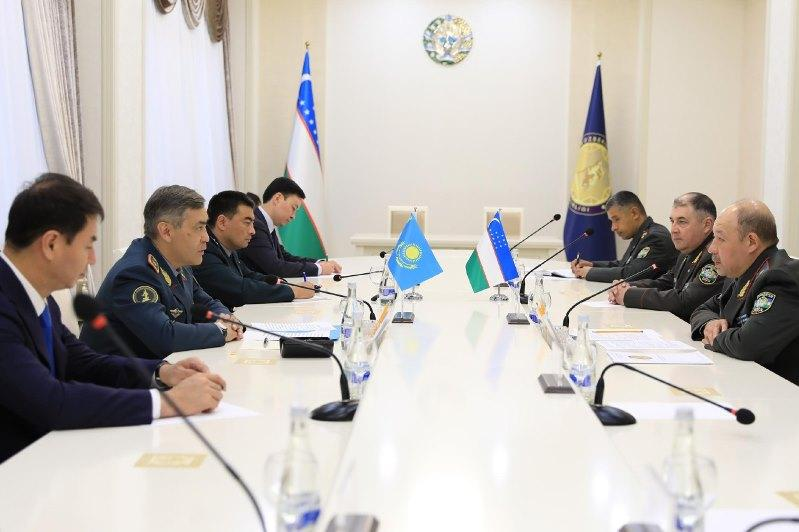 Министр обороны РК прибыл с рабочим визитом в Узбекистан