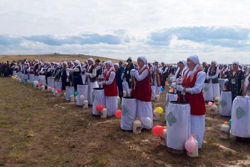 Қарағанды облысында бір мезгілде 10 000 литр қымыз пісіліп, рекорд орнатылды