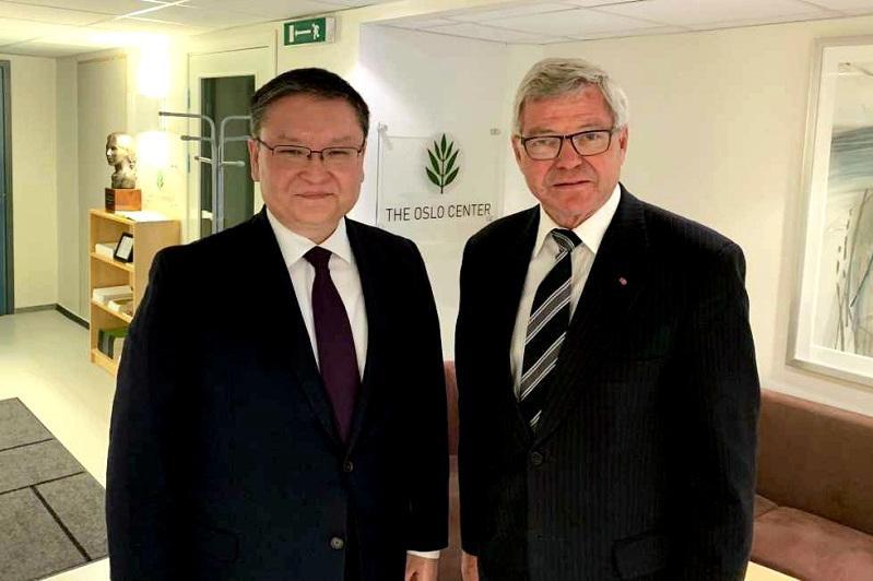 哈萨克斯坦大使会见前挪威首相邦德维克
