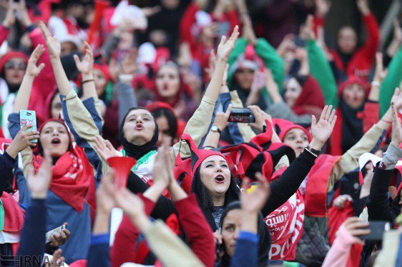 Iran áıelderdiń fýtbol kórýine ruqsat etpek