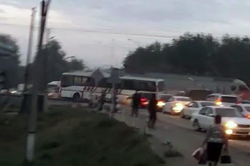 Поезд столкнулся с пассажирским автобусом в Алматинской области
