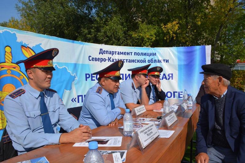 «Jolda qabyldaý»: SQO-da polıtsııanyń mobıldik pýnktteri eki kúnde 400-den astam suraqqa jaýap berdi