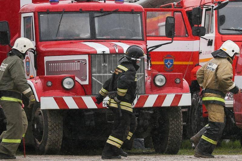 Восемь человек погибли при пожаре в доме в Красноярске